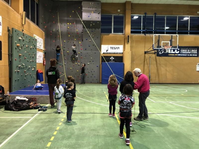 arrampicata bambini palestra guide alpine proup (10)