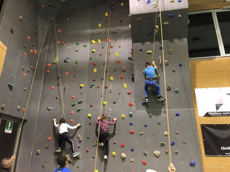 corso arrampicata bambini palestra germignaga guide alpine proup varese (10)