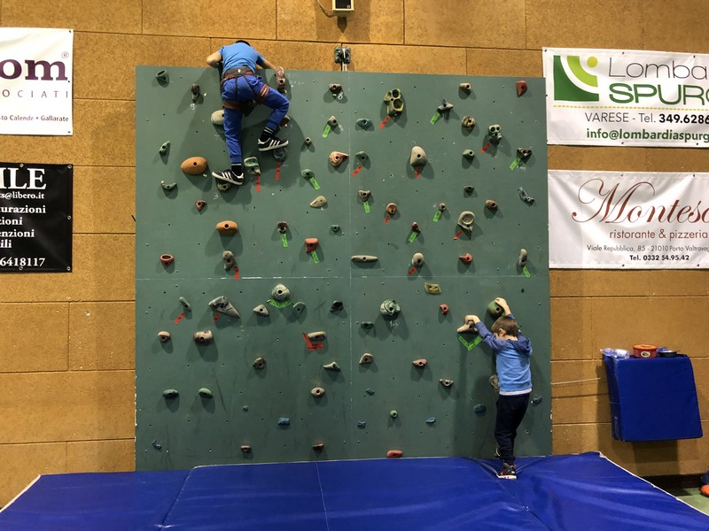 corso arrampicata bambini palestra germignaga guide alpine proup varese (14)