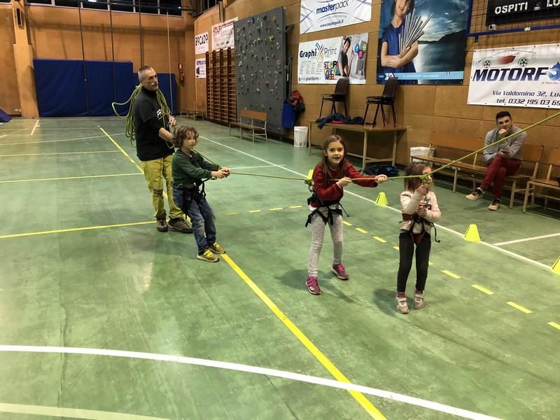 corso arrampicata bambini palestra germignaga guide alpine proup varese (2)