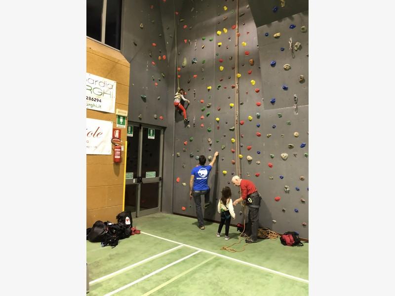 corso arrampicata bambini palestra germignaga guide alpine proup varese (3)