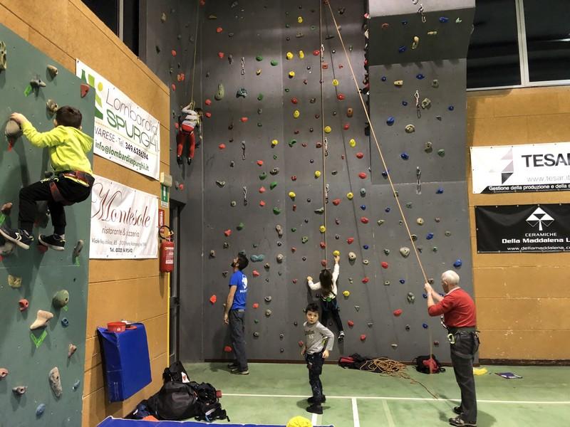 corso arrampicata bambini palestra germignaga guide alpine proup varese (5)