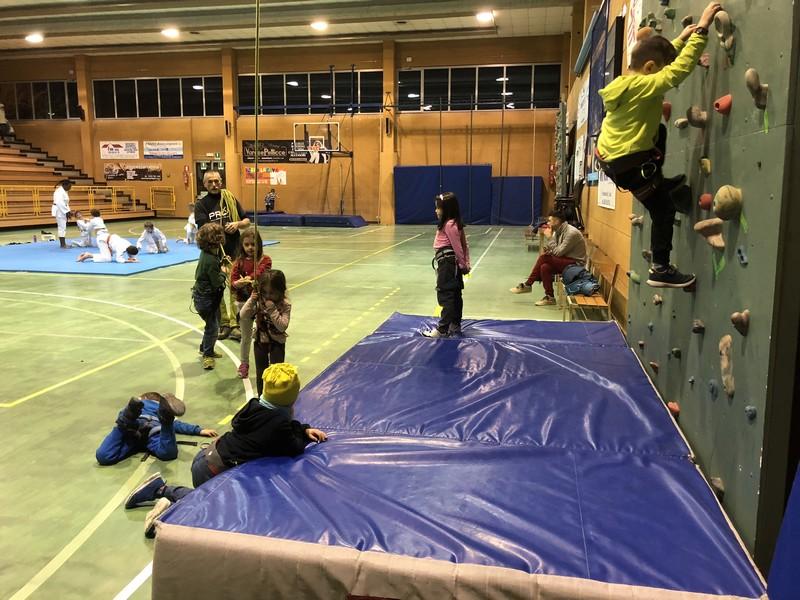 corso arrampicata bambini palestra germignaga guide alpine proup varese (7)