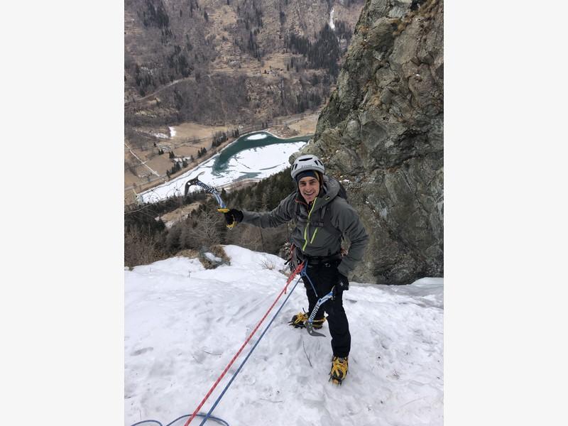 cascata di ghiaccio sorgente del falco guide alpine proup (11)