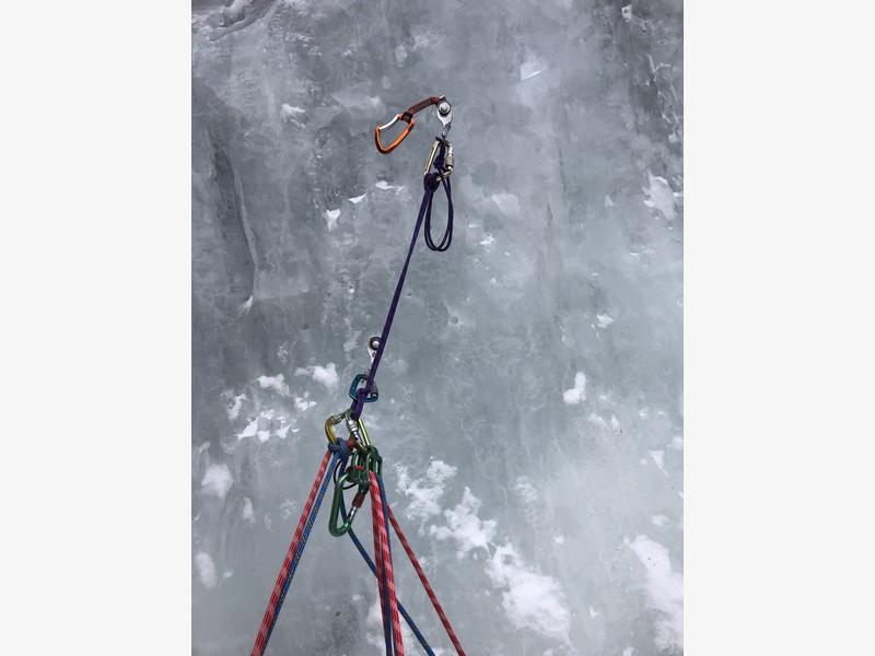 cascata di ghiaccio sorgente del falco guide alpine proup (12)