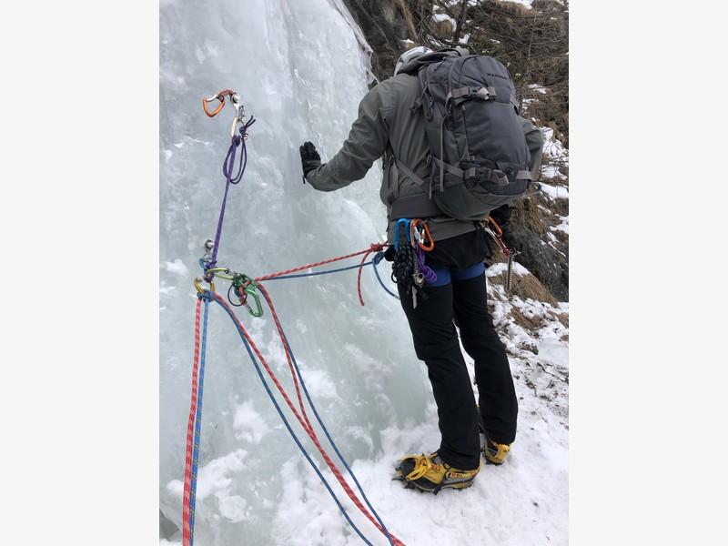 cascata di ghiaccio sorgente del falco guide alpine proup (14)