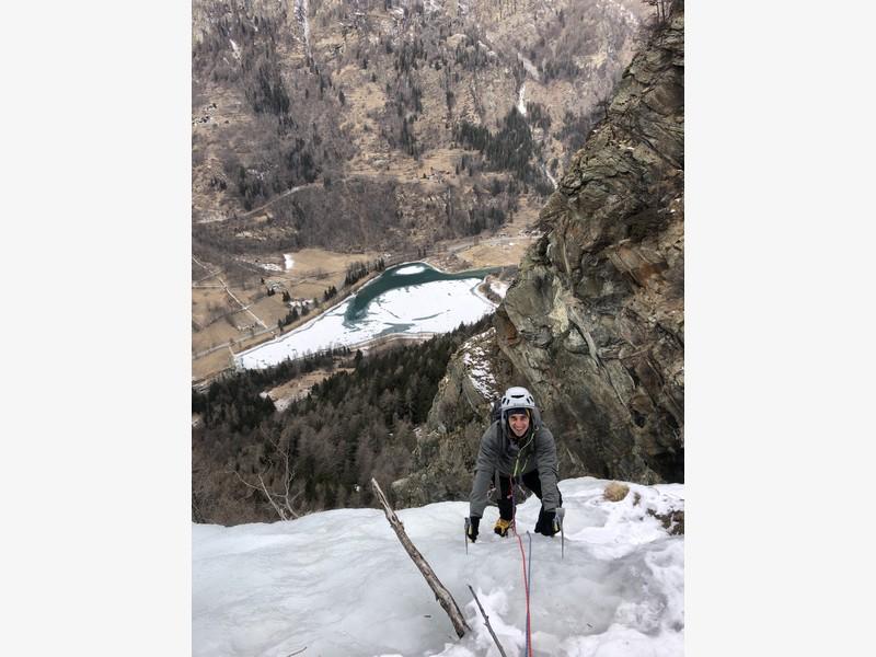 cascata di ghiaccio sorgente del falco guide alpine proup (18)