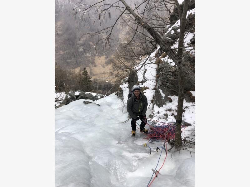 cascata di ghiaccio sorgente del falco guide alpine proup (19)
