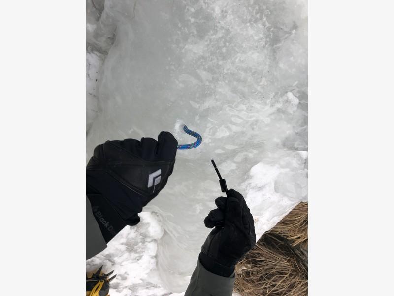 cascata di ghiaccio sorgente del falco guide alpine proup (6)